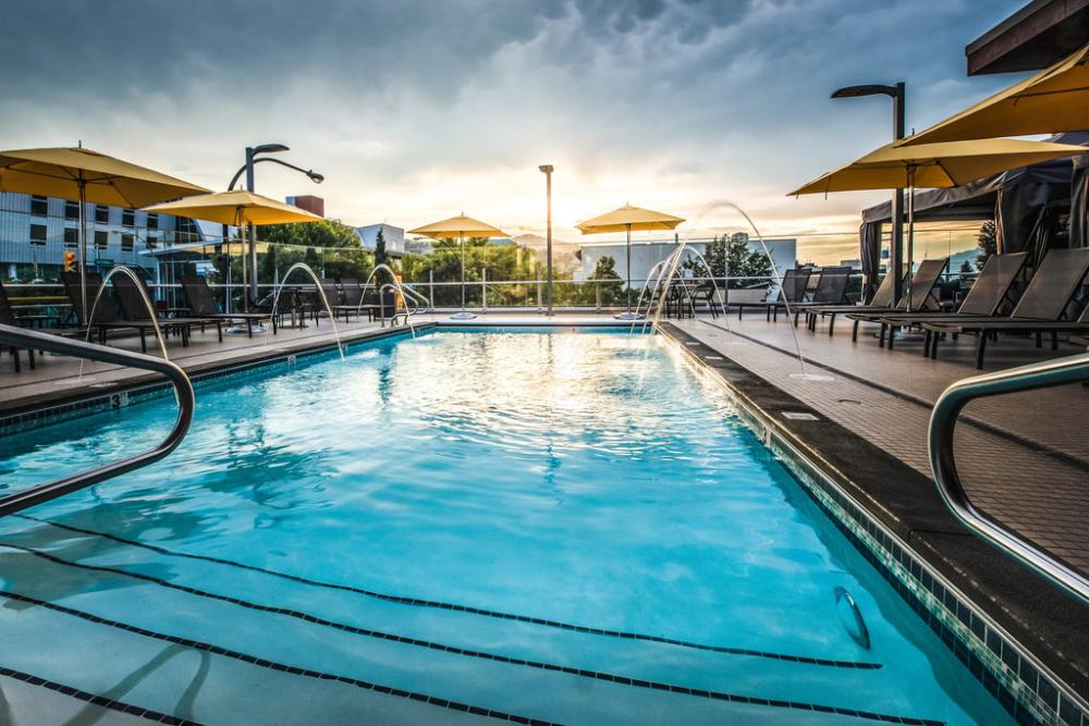 delta-rooftop-pool