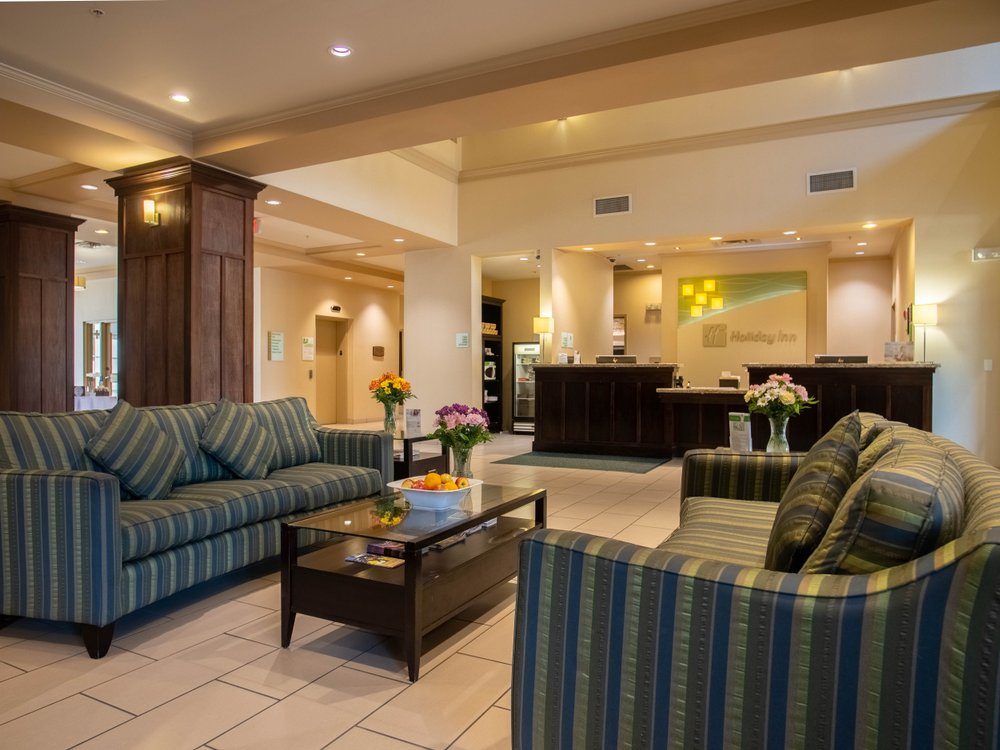 holiday inn suites lobby